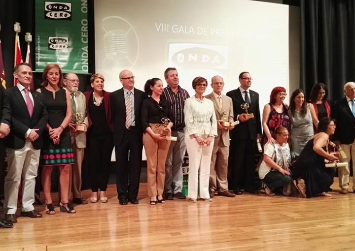 Foto de familia, con los premiados y autoridades