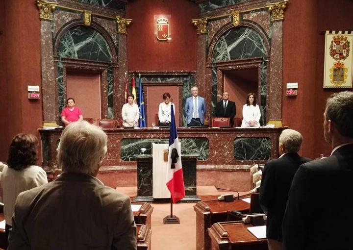 Minuto de silencio en homenaje a las víctimas del atentado en Niza