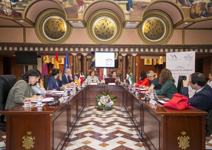 """Conferencia de María del Mar García Calvente, """"El impacto de cuidar sobre la salud de las personas cuidadoras: un exponente de las desigualdades de género"""""""