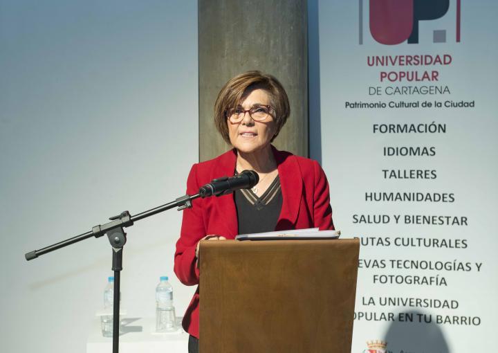 La presidenta de la Asamblea Regional, Rosa Peñalver, ha inaugurado el curso académico 2017/2018 de la Universidad Popular