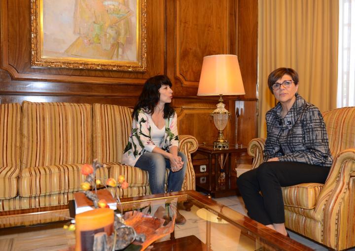 La delegada en la Región de Murcia de Solidarios para el Desarrollo, María Ángeles Carnacea Cruz, ha visitado a Rosa Peñalver