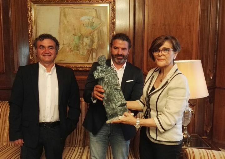 La presidenta de la Asamblea, Rosa Peñalver, ha recibido hoy a la Comisión organizadora de los actos Cervantes 400 Región de Murcia