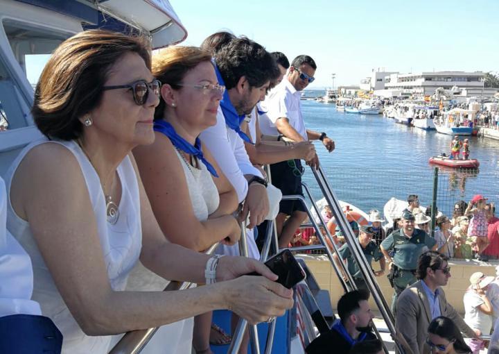 La presidenta de la Asamblea Regional, Rosa Peñalver, ha asistido a la tradicional procesión marítima que cada 16 de julio celebra San Pedro del Pinatar