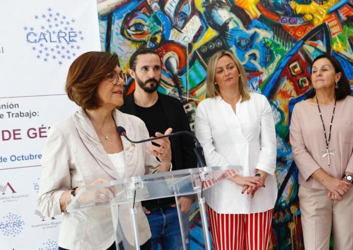 La presidenta de la Asamblea Regional, Rosa Peñalver, da a conocer a los medios las conclusiones del Grupo de Trabajo de Igualdad de Género de CALRE que coordina