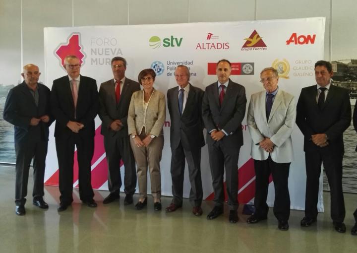 La presidenta asiste a la conferencia de Josep Piqué en el Foro Nueva Murcia