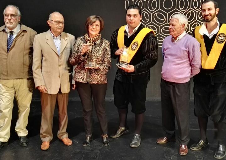 La presidenta de la Asamblea Regional, Rosa Peñalver, distinguida como 'Vecina del Año' de San Basilio de Murcia, junto al Certamen Internacional de Tunas Costa Cálida Ciudad de Murcia