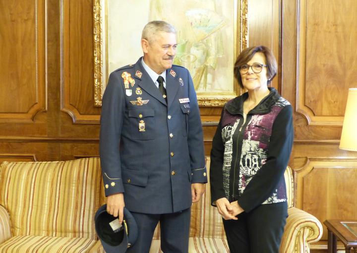 La presidenta de la Cámara ha recibido al coronel jefe e la Base Aérea de Alcantarilla