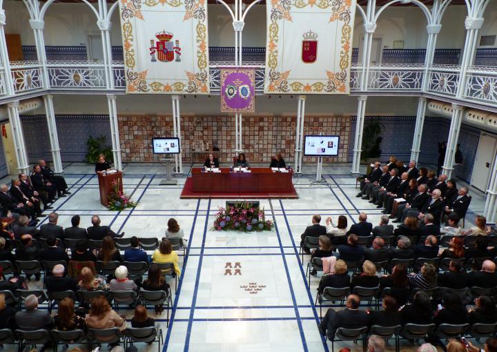 La Asamblea acoge un significativo acto de la Academia de Farmacia Santa María de España de la Región