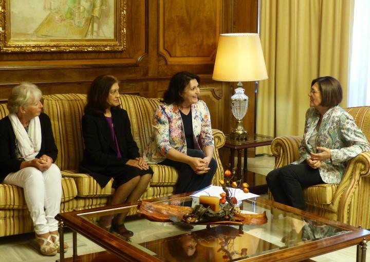La presidenta de la Asamblea Regional, Rosa Peñalver, ha recibido esta mañana a representantes de InMurcia