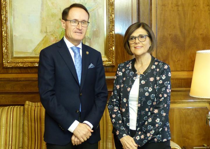 La presidenta de la Asamblea, Rosa Peñalver, y el Fiscal Superior de la Región, José Luis Díaz Manzanera