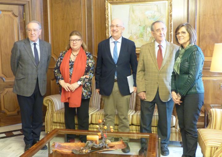 La presidenta de la Asamblea Regional, Rosa Peñalver, ha recibido esta mañana a la junta directiva del Patronato Fundación Centro de Estudios Históricos e Investigaciones Locales de la Región de Murcia