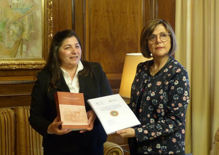 La presidenta de la Asamblea Regional, Rosa Peñalver, ha recibido a la presidenta de la Federación de Bandas de Música de la Región de Murcia, Ginesa Zamora