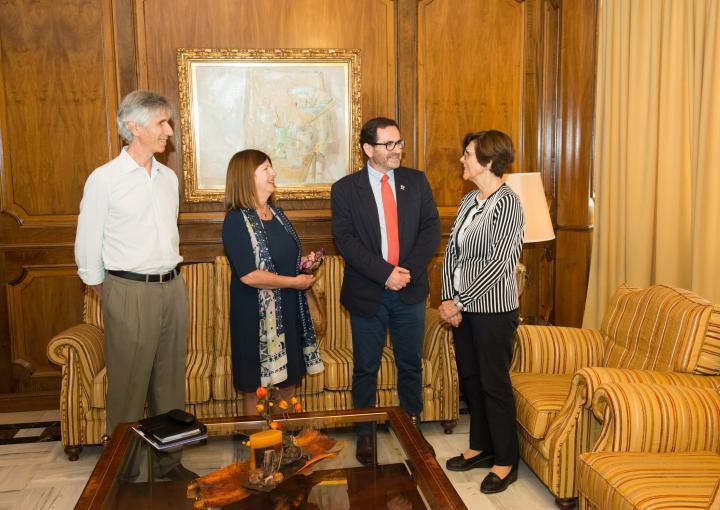 La presidenta de la Asamblea Regional, Rosa Peñalver, ha recibido a los organizadores de la primera Jornada de Alternativas a los Herbicidas en Espacios Públicos
