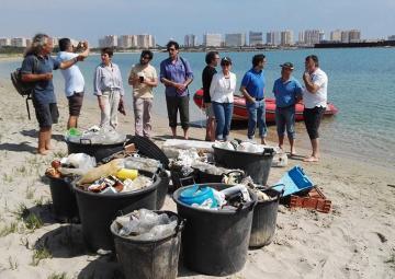 Diputados regionales visitan el Mar Menor para conocer con Anse y WWF la problemática de la zona