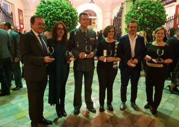 La presidenta recoge el 'Laurel de Murcia Extraordinario' a los padres del Estatuto de Autonomía
