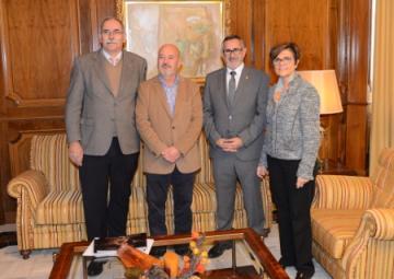 La presidenta de la Asamblea, Rosa Peñalver junto a Pedro  López, alcalde de La Unión, Juan Antonio Pérez, el Hermano Mayor y el Comisario principal de la Cofradía del Cristo de  los Mineros.