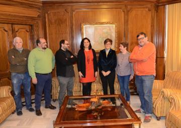 La Presidenta de la Asamblea Regional, Rosa Peñalver junto a los miembros del Comité de Empresa de la Radiotelevisión de la Región de Murcia