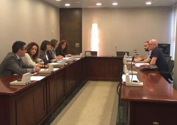 Representantes de colectivos LGTBI se han reunido con los Grupos Parlamentarios