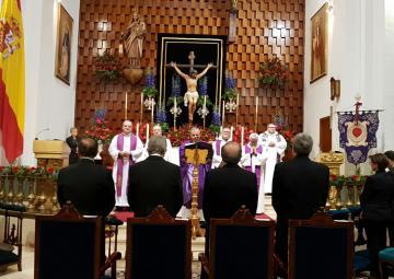 La presidenta de la Asamblea, Rosa Peñalver, asistió anoche a la misa solemne en honor al Cristo del Socorro