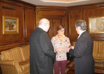 Joaquín Roca y José Vicente Albaladejo han recogido la tradicional 'capacha' de la Asamblea