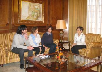 Representantes del Colegio Oficial de Trabajo Social han visitado a la presidenta de la Asamblea