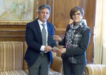 La presidenta ha recibido al cónsul de Ecuador en Murcia