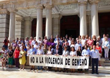 La Cámara autonómica se ha sumado al minuto de silencio convocado por el Ayuntamiento de Cartagena