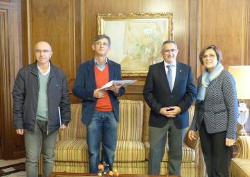 La presidenta de la Asamblea, Rosa Peñalver, ha recibido al alcalde de La Unión y a representantes del IES María Cegarra Salcedo