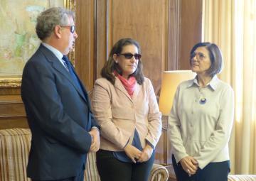 La presidenta de la Asamblea, Rosa Peñalver, ha recibido al delegado territorial de la ONCE y a la presidenta