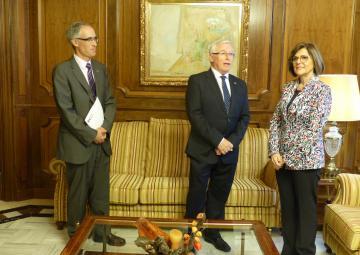 La presidenta de la Asamblea Regional, Rosa Peñalver, con el presidente del Consejo Económico y Social, José Antonio Cobacho, y el secretario de este órgano, Miguel López
