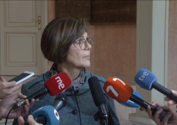 La presidenta de la Asamblea, Rosa Peñalver, atiende a los medios de comunicación
