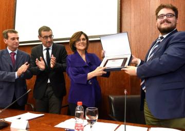 Rosa Peñalver, distinguida como primera socia de Honor del Club de Debate de la Universidad de Murcia
