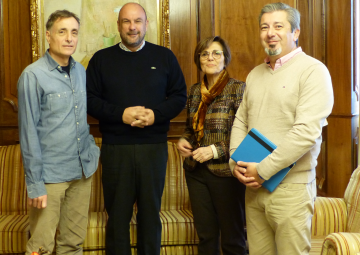 La presidenta de la Asamblea Regional, Rosa Peñalver, ha recibido a representantes de la productora Biopic Films
