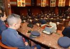 Alumnos de segundo curso del Cuerpo General del Ejército del Aire han visitado la Asamblea Regional de Murcia junto con el coronel director de la Academia General del Aire, Miguel Ivorra Ruiz, y tres de sus profesores