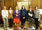 La presidenta de la Asamblea, Rosa Peñalver, con parte del equipo de Lyceum de Ciencia de la Región