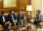 La presidenta de la Asamblea, Rosa Peñalver, ha recibido al director académico del Club de Debate de la Universidad de Murcia, Luis Gálvez, acompañado por el presidente, Francisco Javier Torres, y el secretario, José Miguel Rojo.