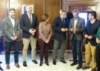 La presidenta de la Asamblea, Rosa Peñalver, Mesa, Portavoces y Comisión de Economía, reciben el proyecto de Ley de Presupuestos 2019 de manos del consejero de Hacienda
